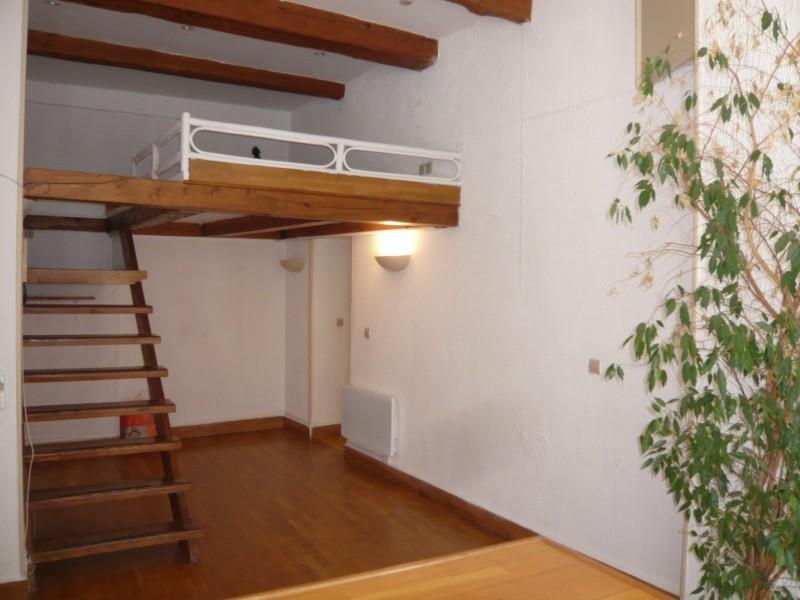 locations appartement t2 f2 marseille 13007 quartier vieux port corderie poutres. Black Bedroom Furniture Sets. Home Design Ideas
