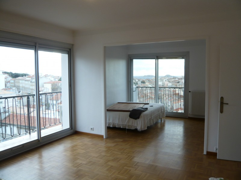 Locations appartement t2 f2 marseille 13007 quartier for Location garage marseille 7eme