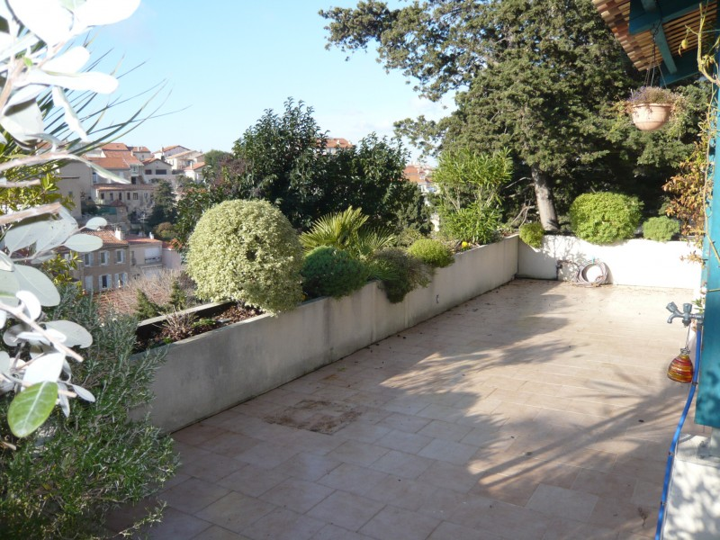 Locations maison villa t3 f3 marseille 13007 vallon for Agence terrasse et jardin paris