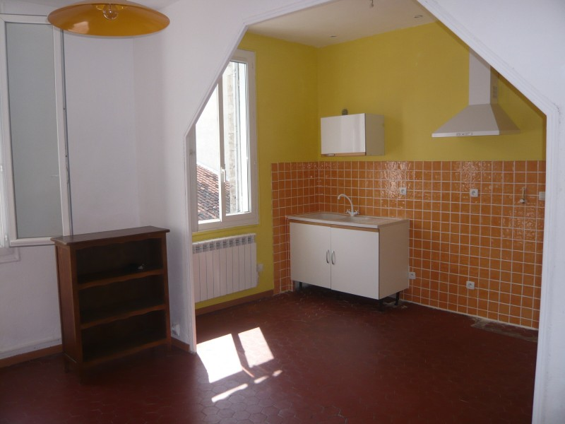 Location APPARTEMENT T2/3 - MARSEILLE 13007 - QUARTIER ST VICTOR   -
