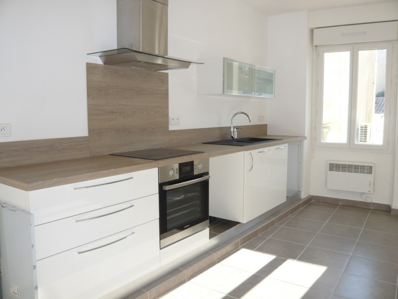 Locations appartement t2 f2 marseille 13007 quartier st victor entierem - Cuisine entierement equipee ...