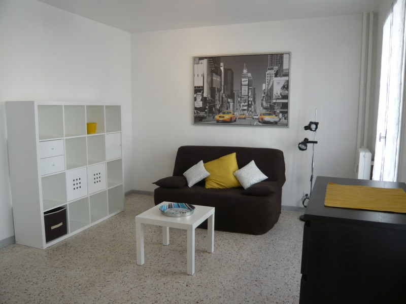locations appartement t1 f1 marseille 13007 quartier st victor meubl quip immobili re. Black Bedroom Furniture Sets. Home Design Ideas