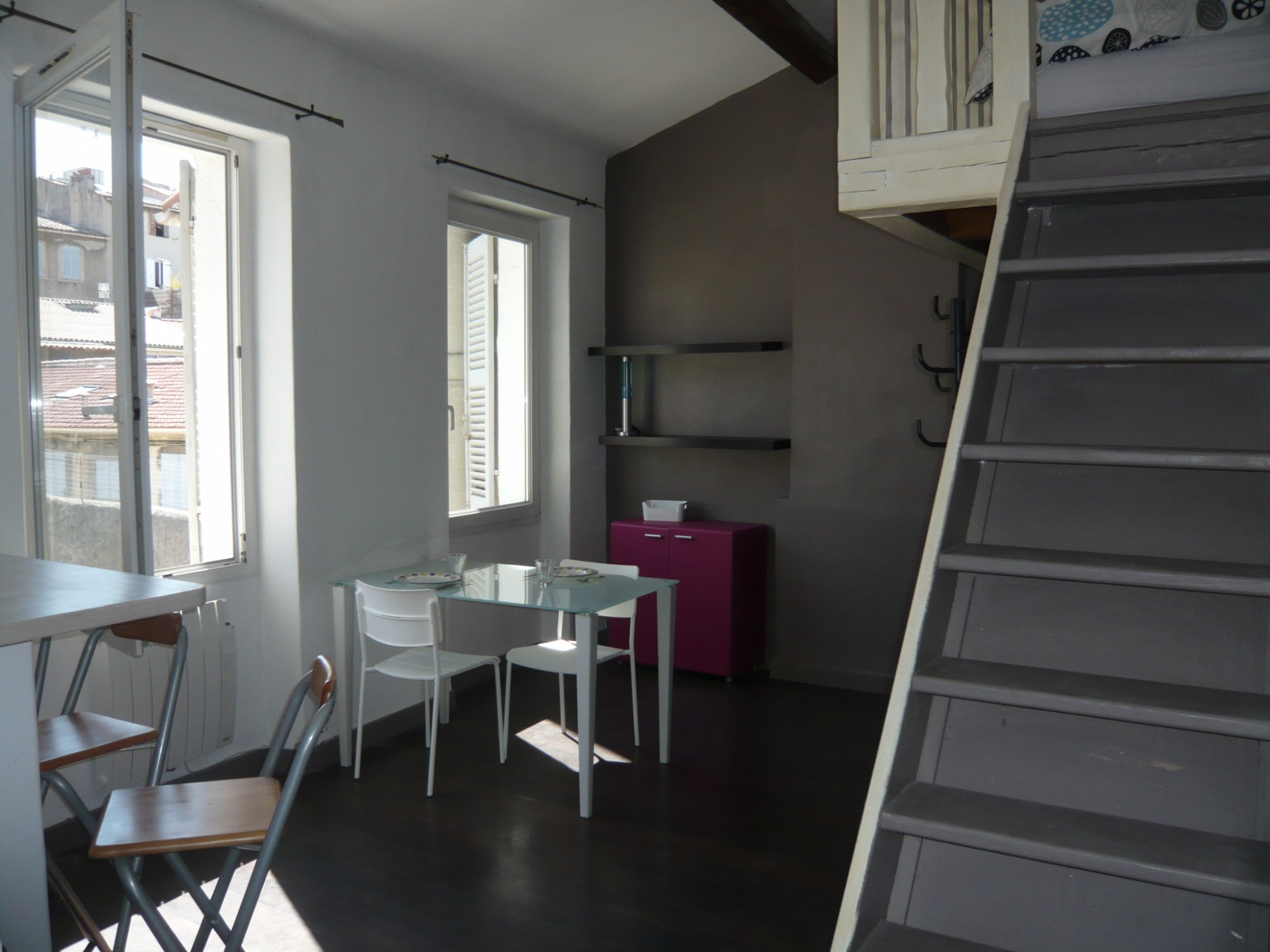 Locations appartement t1 f1 marseille 13007 quartier saint for Location appartement meuble