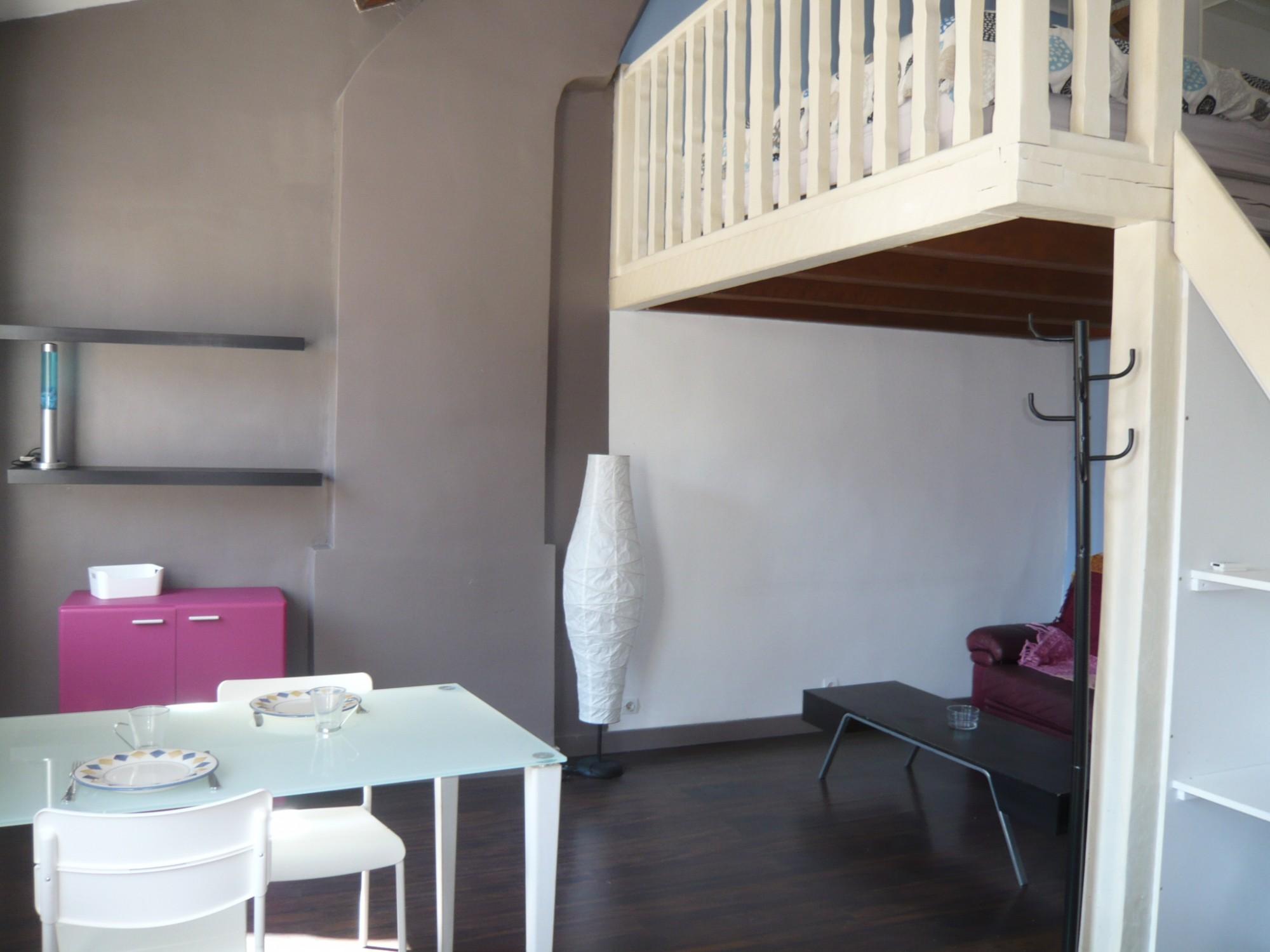 Location APPARTEMENT T1 Marseille 13007, Quartier Saint Victor, Meublé, mezzanine,calme, lumineux, proximité transports, accès autoroutes et commerces