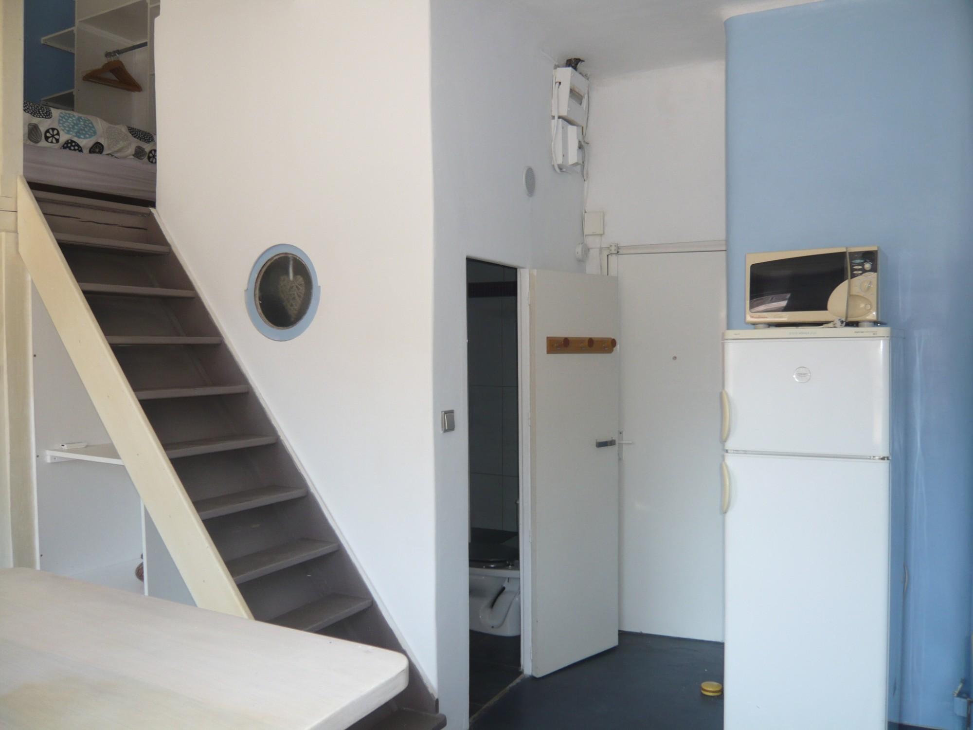 Locations appartement t1 f1 marseille 13007 quartier saint for Acheter t2 marseille