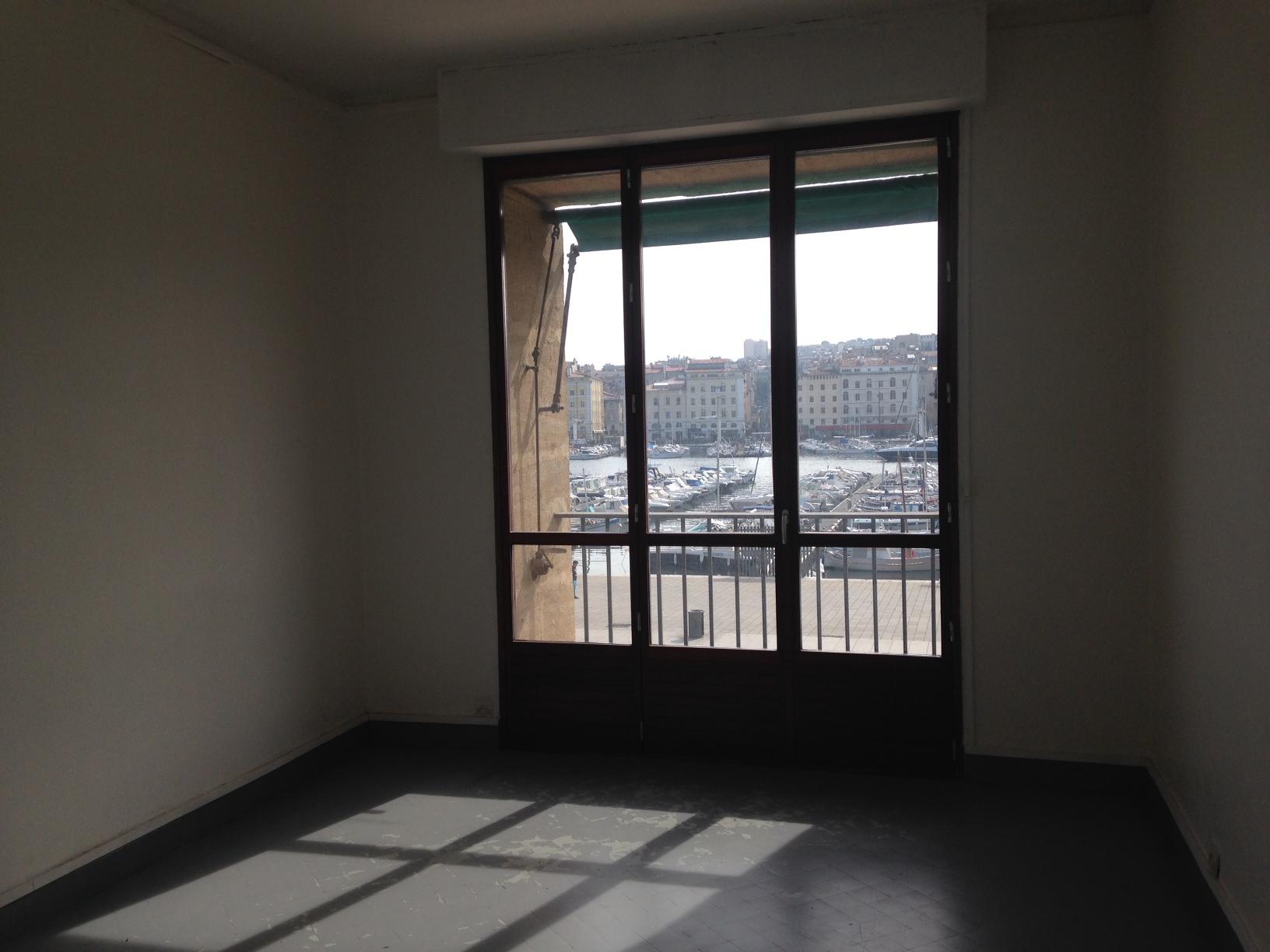 Location APPARTEMENT T4/5 Marseille 13002, Vieux port - Quai du port, Terrasse sud, vue port, chambre de bonne, grand salon ...
