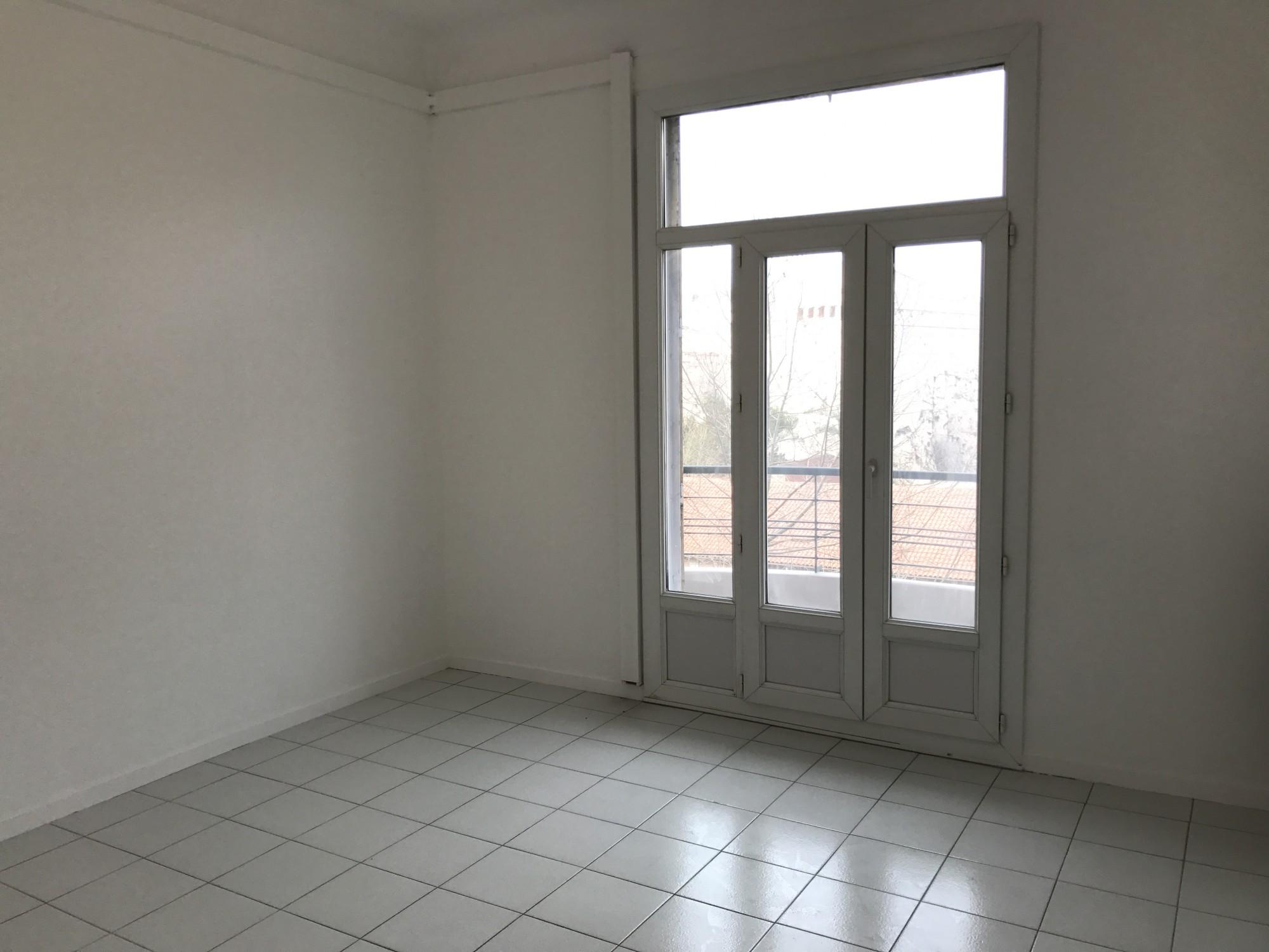 Location APPARTEMENT T3 -13007 - Quartier St Victor, avenue de la Corse - balcon sud, ascenseur, double vitrage, cave ...