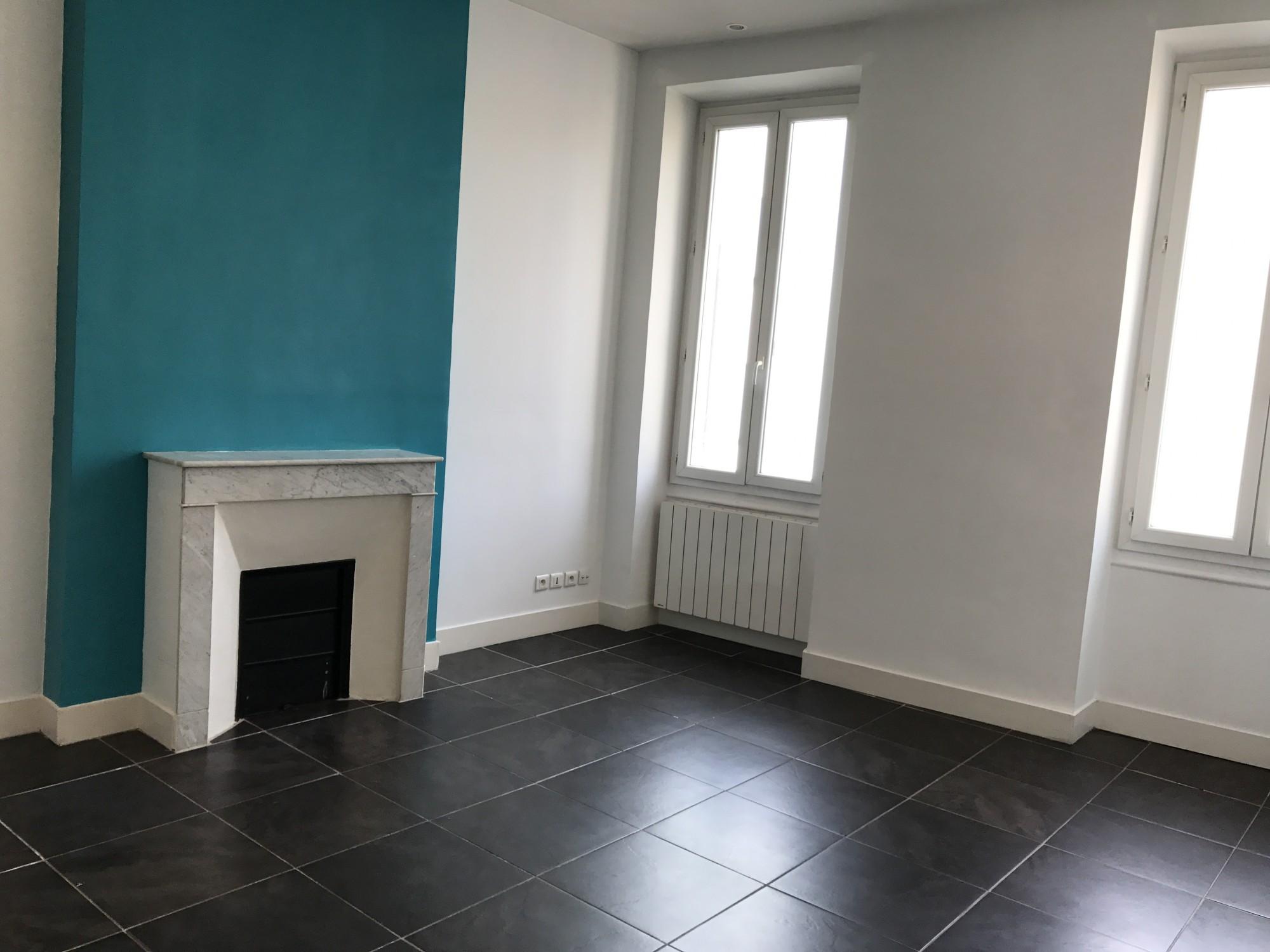 Locations appartement t2 f2 marseille 13005 rue for Vente appartement marseille 13005 terrasse
