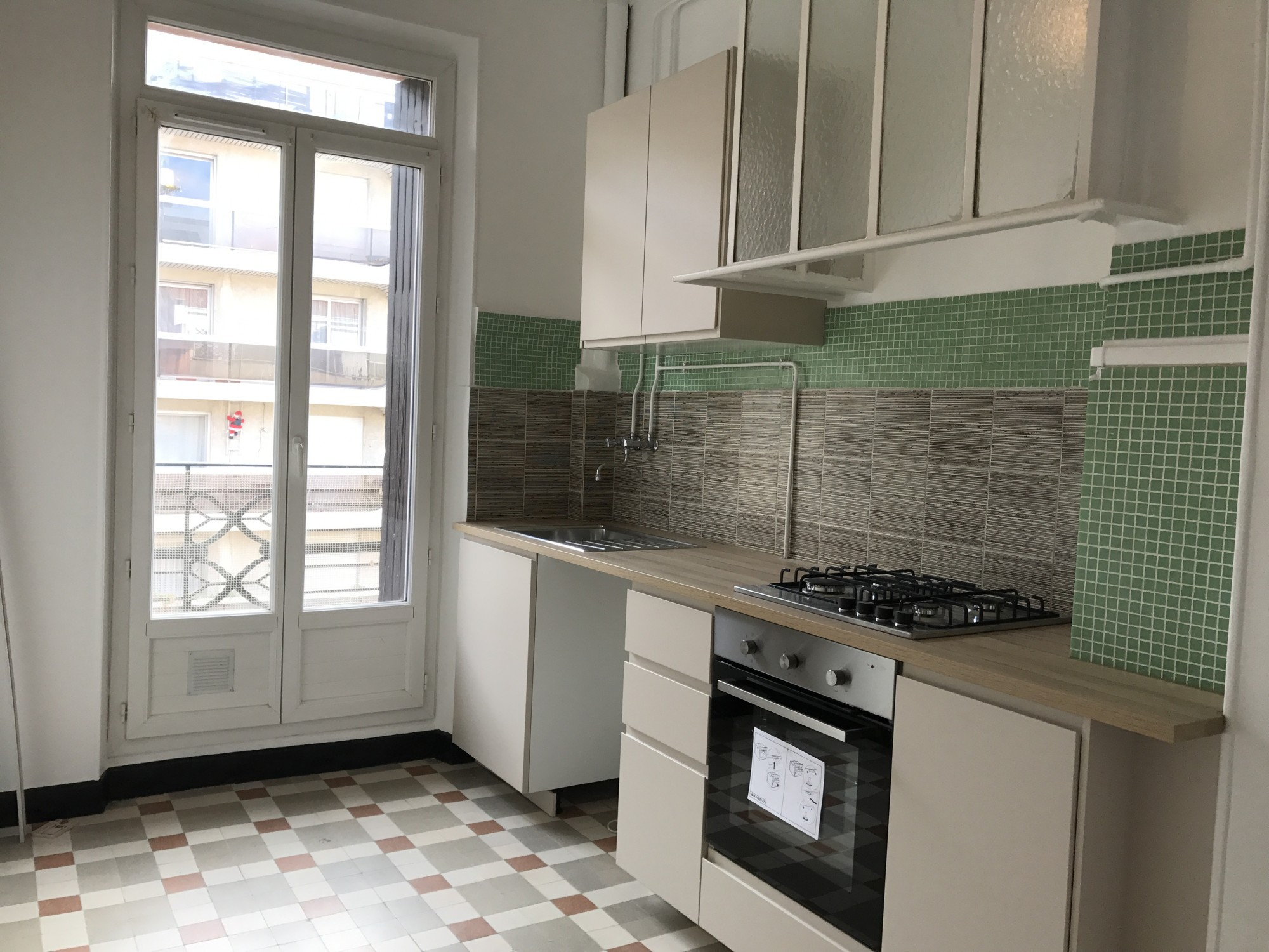 Locations appartement t2 f2 13004 place s bastopol rue for Salle de bain equipee
