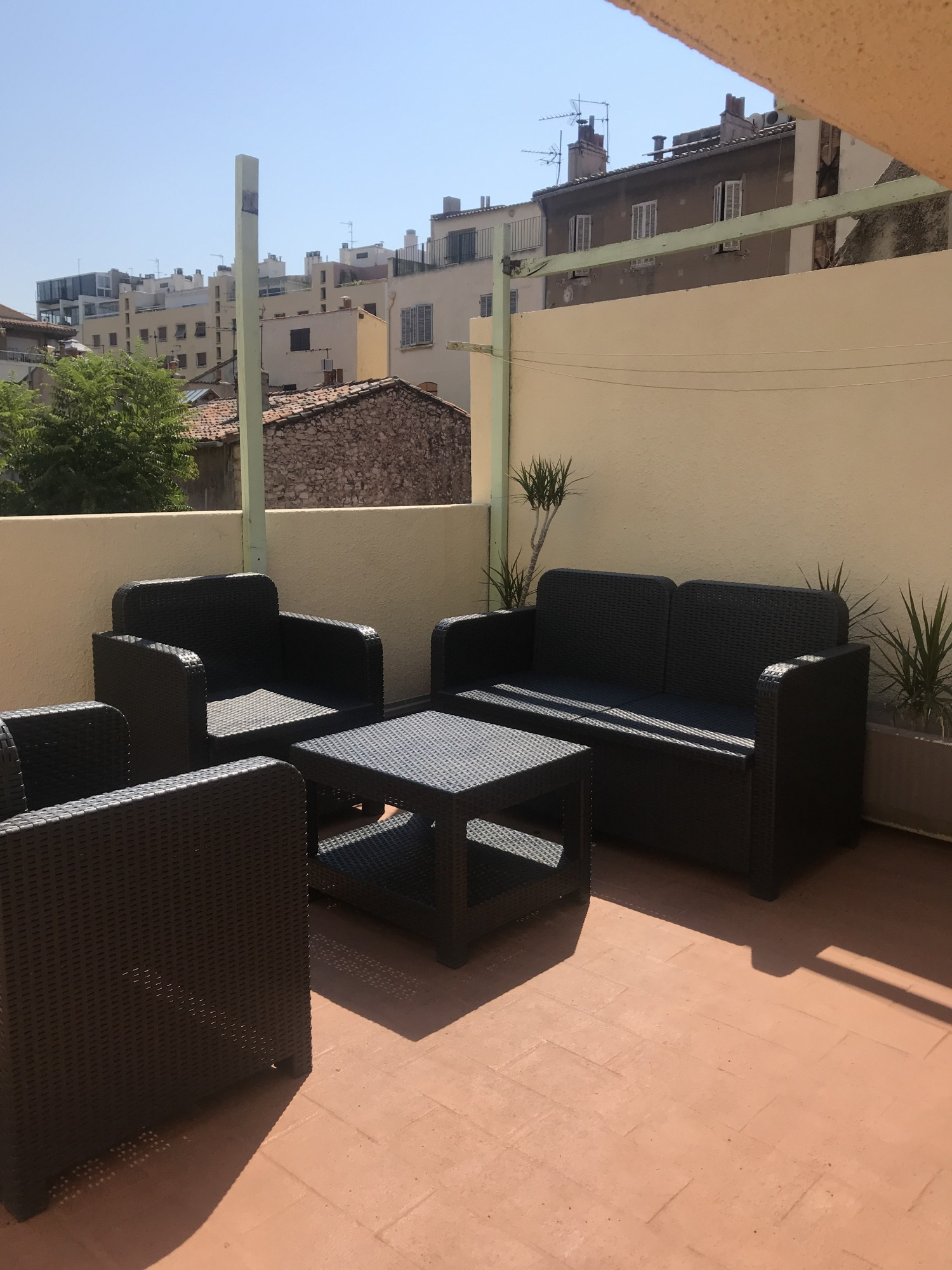 locations appartement meubl t2 f2 marseille 13007 rue de la croix st victor vieux port. Black Bedroom Furniture Sets. Home Design Ideas