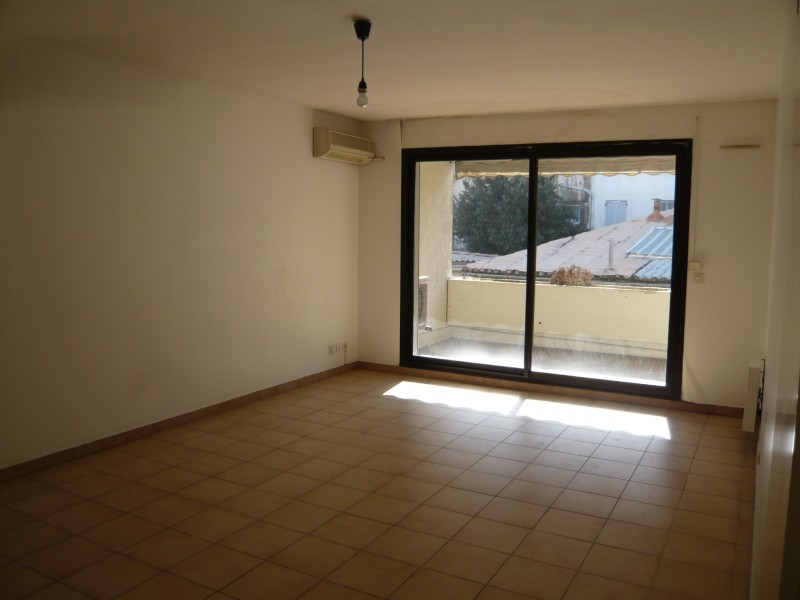 Ventes appartement t3 f3 marseille 13007 st victor for Appartement terrasse 13007
