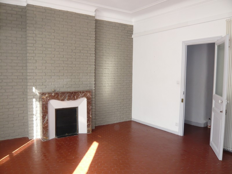 ventes appartement t3 f3 marseille 13007 quartier st victor tellene hauts plafonds. Black Bedroom Furniture Sets. Home Design Ideas