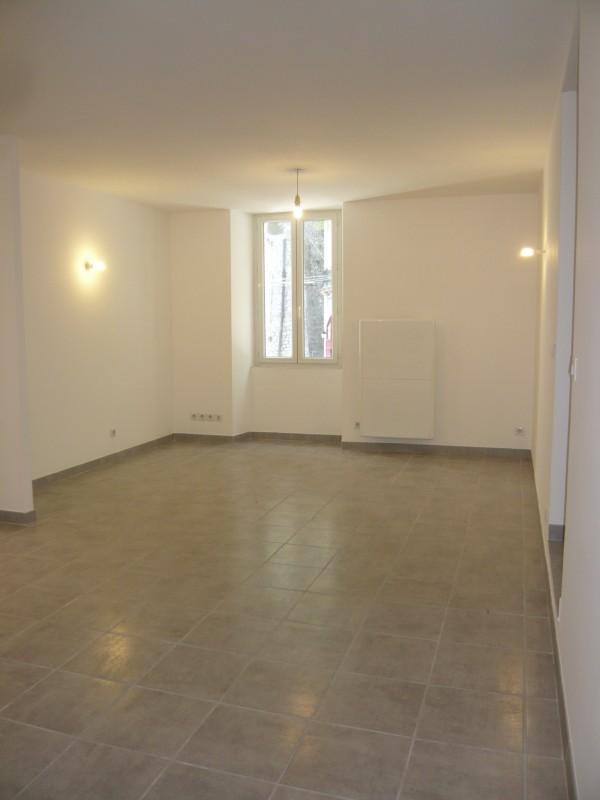 ventes appartement t2 f2 marseille 13007 quartier st victor corderie tres bon tat. Black Bedroom Furniture Sets. Home Design Ideas