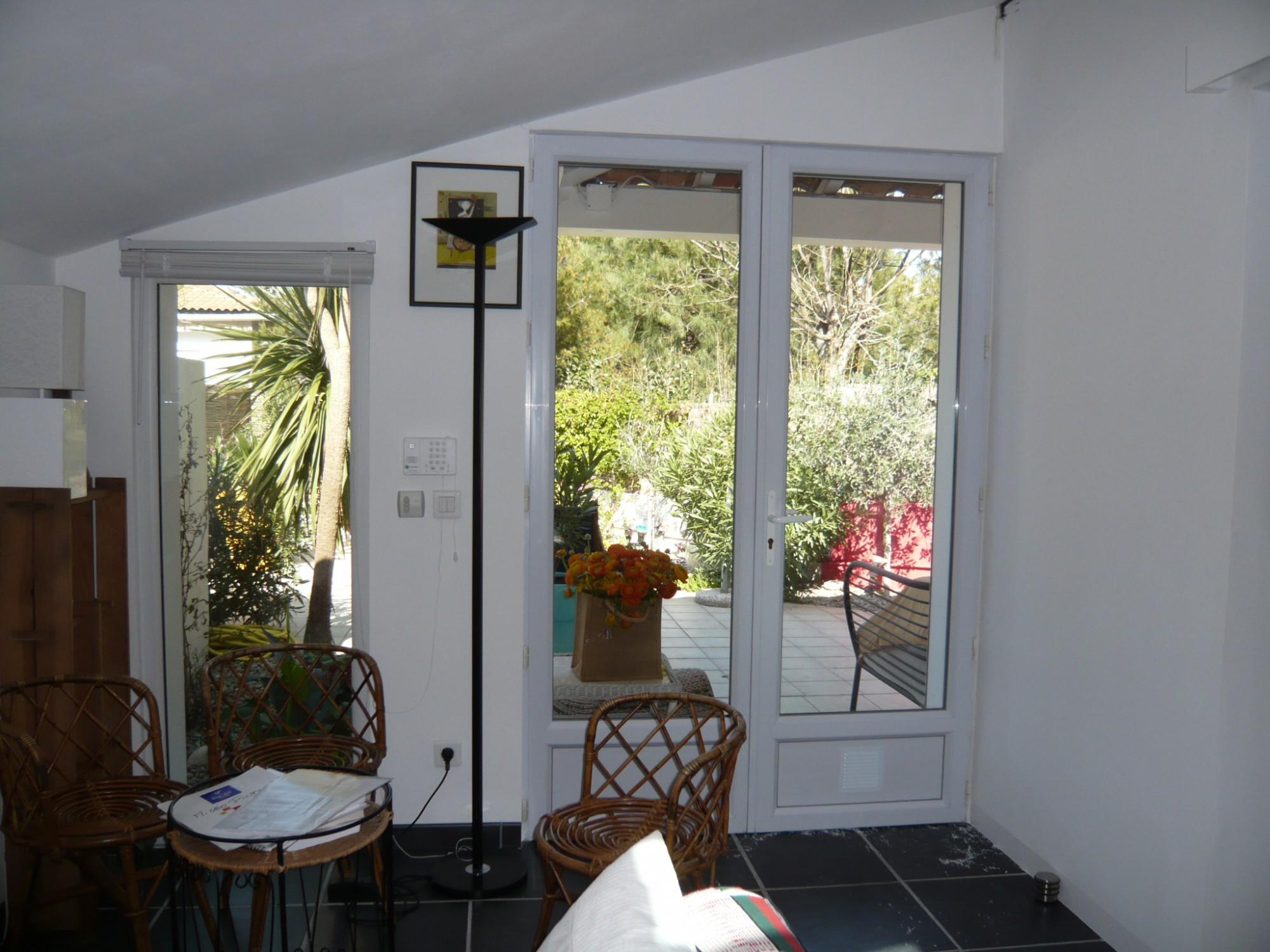 Ventes maison t3 f3 13008 vieille chapelle maison de for Agence immobiliere 13008