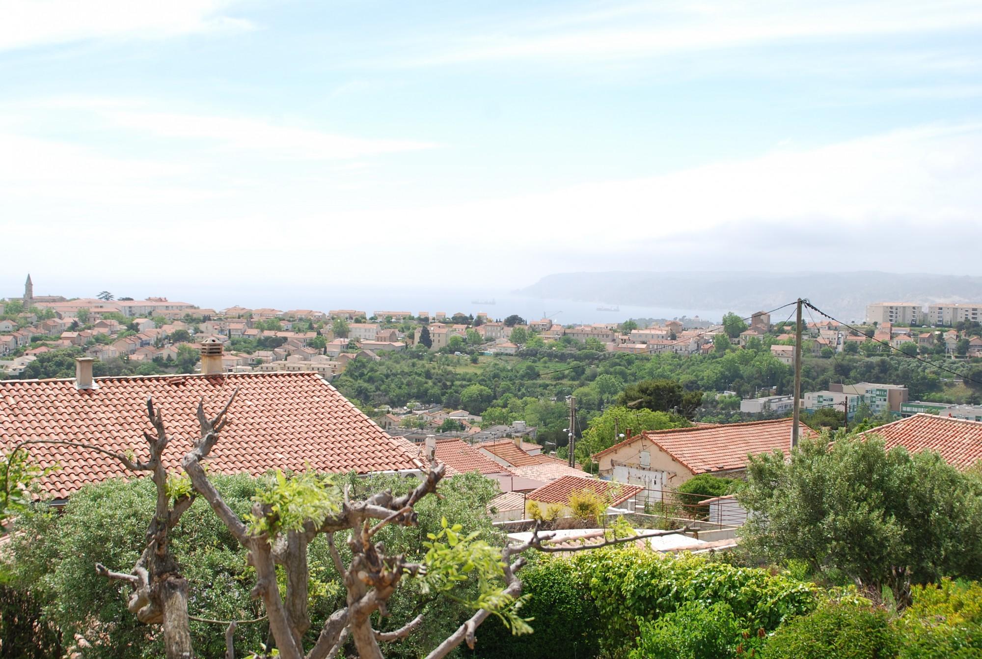 Vente Villa T5 - 13015 - Les Borels - Terrasses, jardin, garage, vue dégagée sur la mer, ...