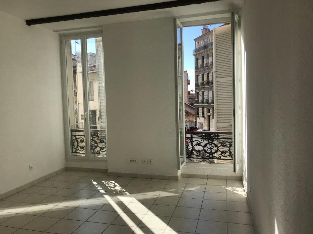 Vente Appartement T1 - Marseille13007 - Quartier St Victor - Bon état, cuisine équipée, double vitrage