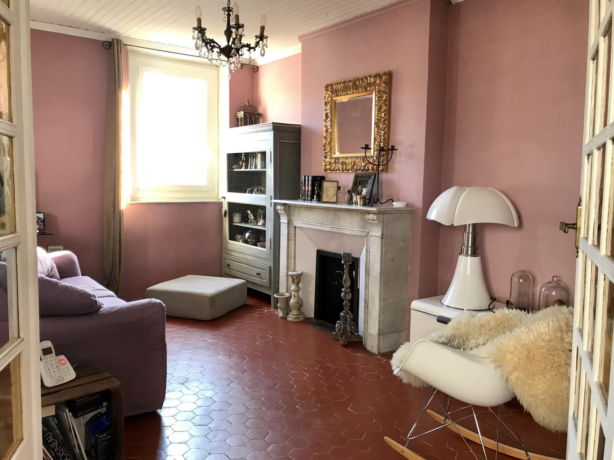 cuisine tomette elegant on apprivoise ou on relooke ce sol en terre cuite sol en tomettes. Black Bedroom Furniture Sets. Home Design Ideas