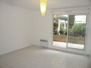 Location APPARTEMENT T2 - MARSEILLE 13005 - RUE DE LA LOUBIERE   - ASCENSEUR, TERRASSE, PARKING, CUISINE EQUIPÉE
