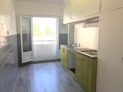 Location APPARTEMENT T3 - 13007 - Quartier St Victor - rue Marignan - Traversant, cuisine équipée, calme, petit balcon ...