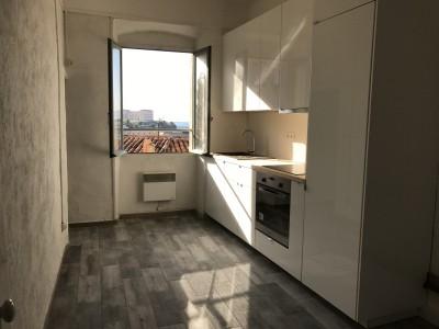 Location APPARTEMENT T1 - 13007 - Quartier St Victor - Belle vue, cuisine équipée ...
