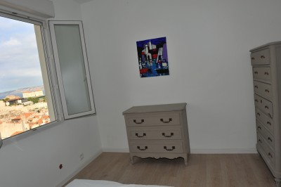 Location APPARTEMENT T2 - 13007 - Quartier St Victor - Loft, meublé, dernier étage, lumineux, véranda, belle vue sur l' entré du vieux port, ascenseur ...