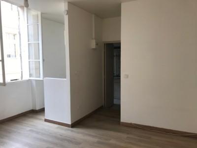 Location STUDIO T1 - 13006 - Rue Grignan - Lumineux, exposé sud, proximité Vieux Port, centre ville et préfecture ...