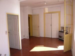 Vente Appartement T2 - MARSEILLE 13006  - PREFECTURE - A RÉNOVER - DERNIER ETAGE - TRAVERSANT