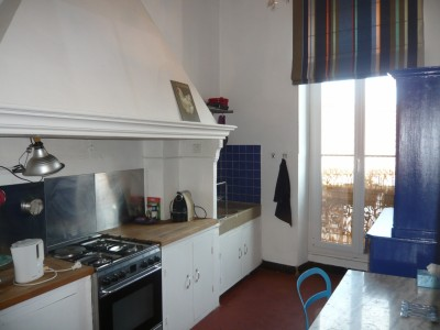 Vente Appartement T3 Marseille 13001 , Rue Colbert,  proximité centre ville, vieux port, centre bourse. Rénové, cheminée, tomettes, hauts plafonds, cave, chambre de bonne, double vitrage ...